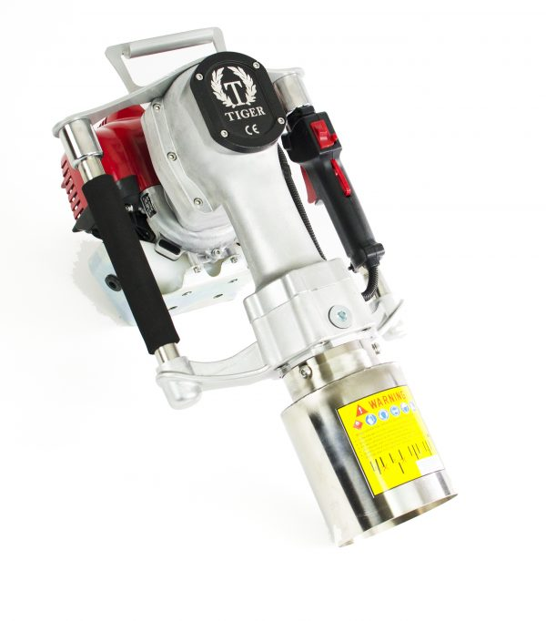Dit is de motor van een benzine aangedreven. Tiger palenrammer Multi. Merk Honda, type GX50.